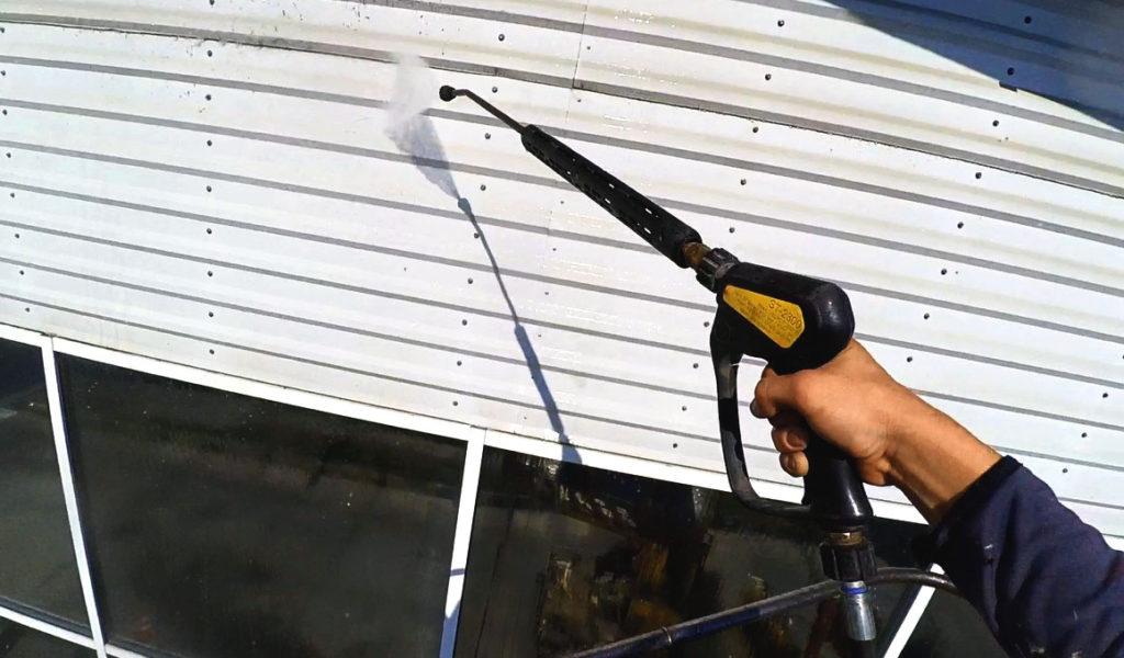 Гидроструйная очистка фасада с длинным соплом