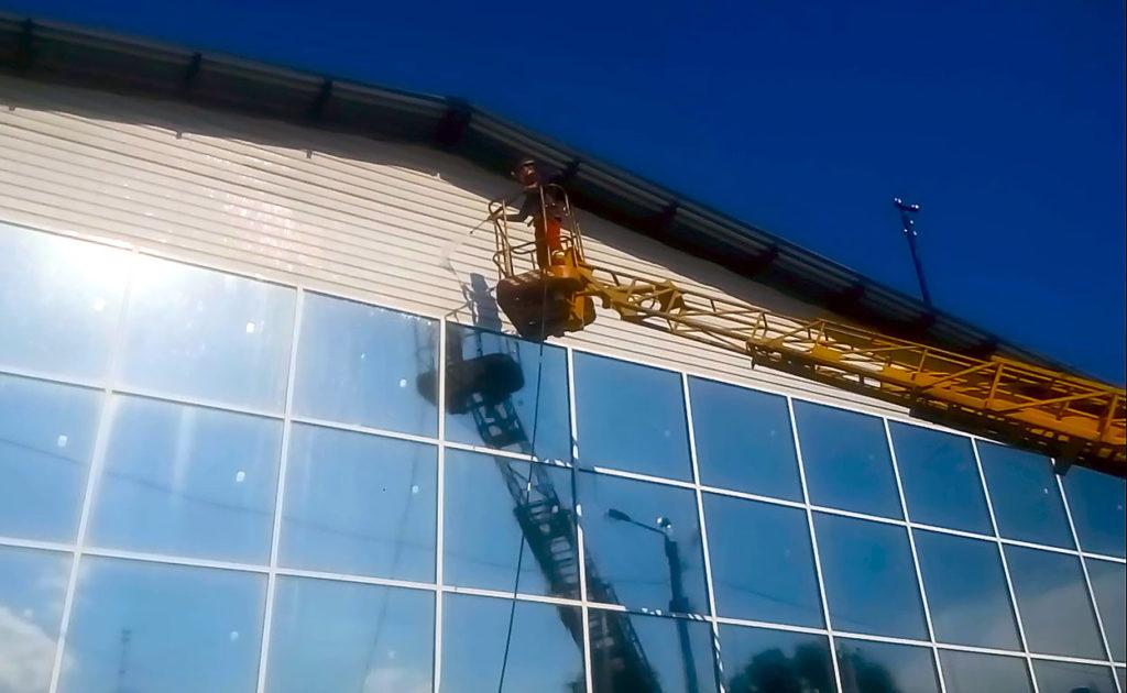 Гидроструйная очистка фасада вид снизу
