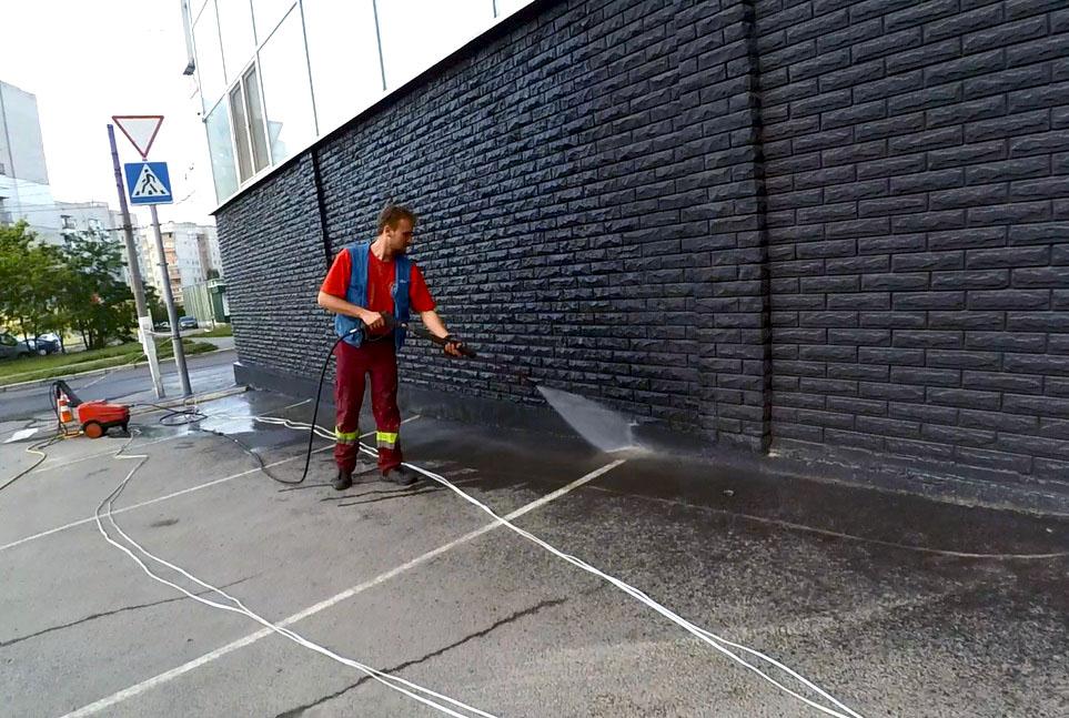 Гидроструйная очистка плинтусов