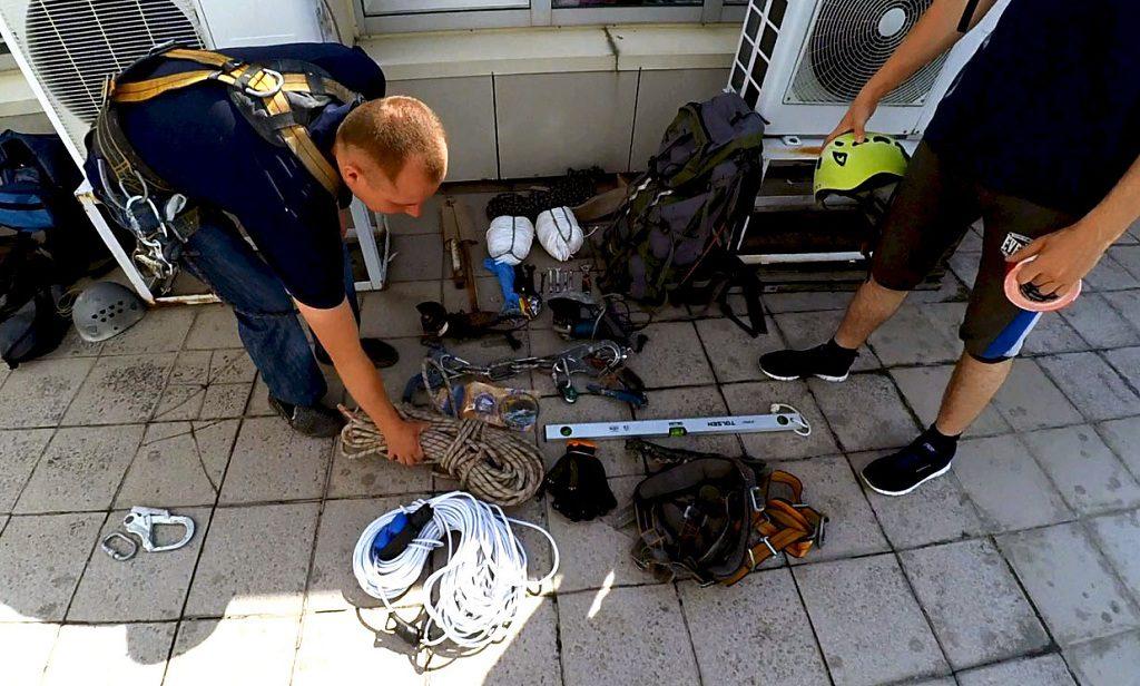 Подготовка снаряжения перед монтажом баннера