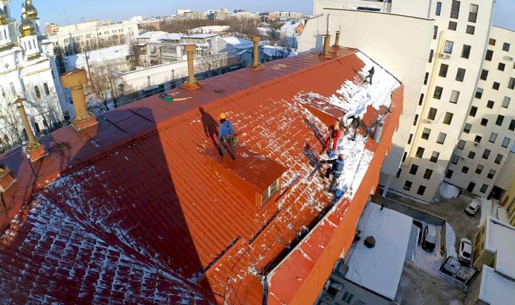 Фото уборки снега с крыш