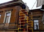 Гидроструйная очистка фасада с вышки-туры