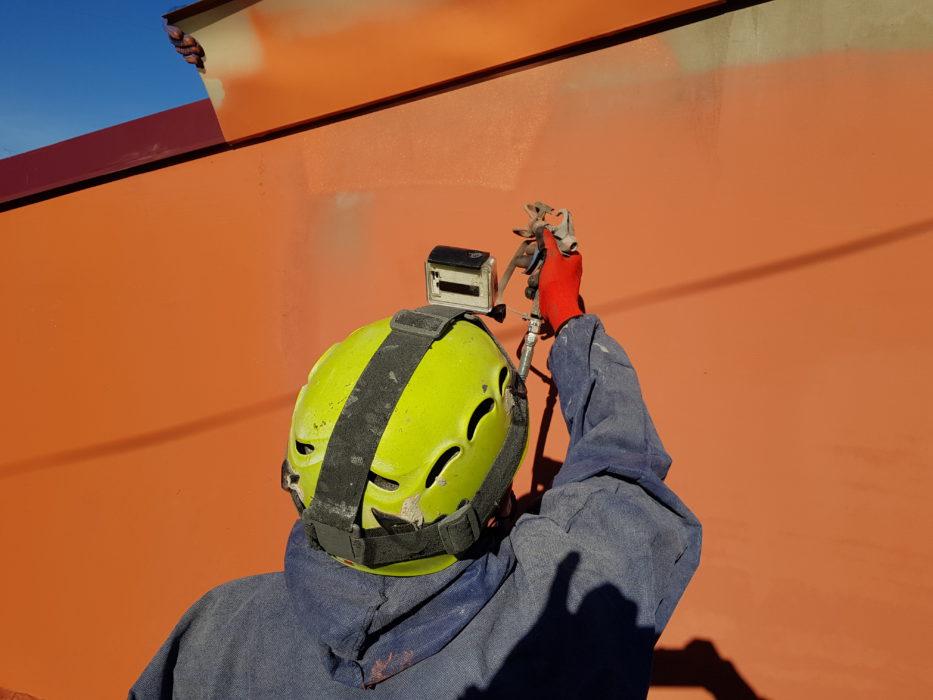 Нанесение краски аппаратом высокого давления фото