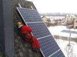 Монтаж солнечных панелей на алюминиевые направляющие