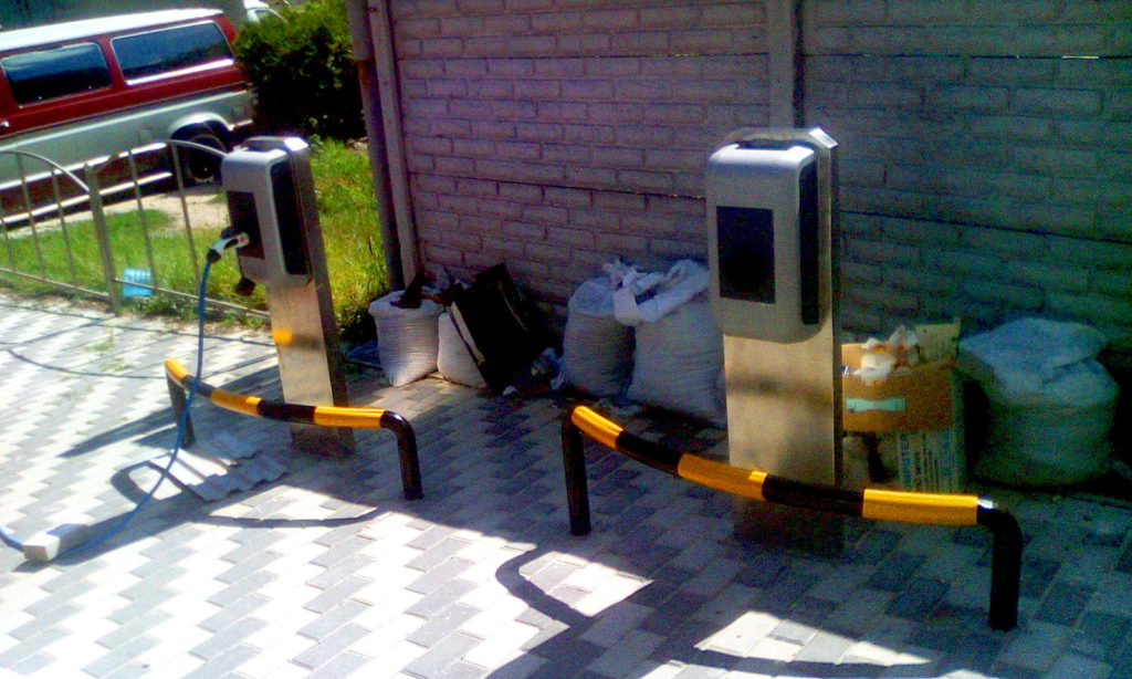 Монтаж электрозаправочных станций фото