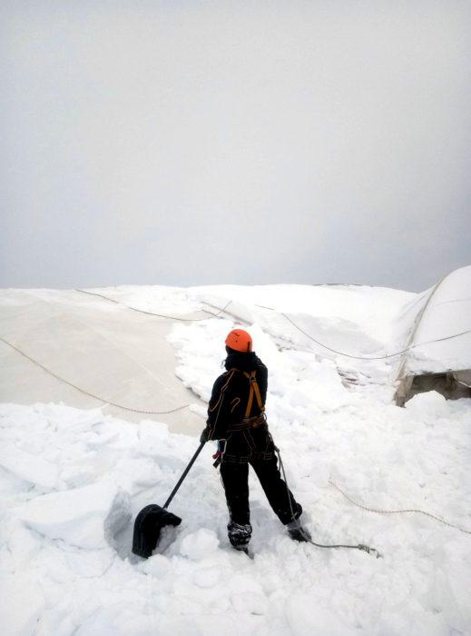 Очистка тентового навеса от снега