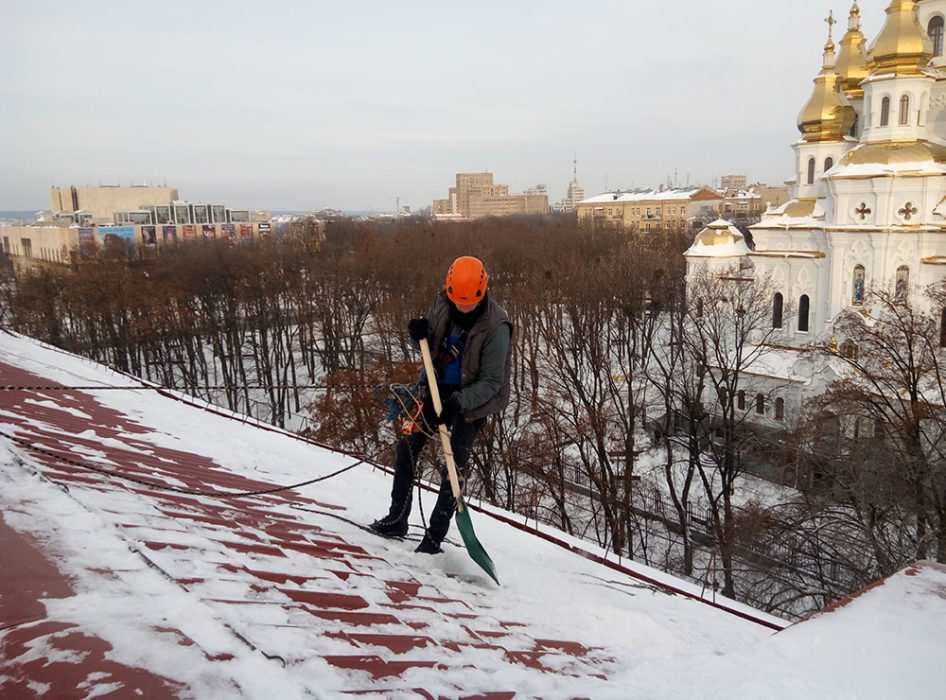 Очистка кровли от снега