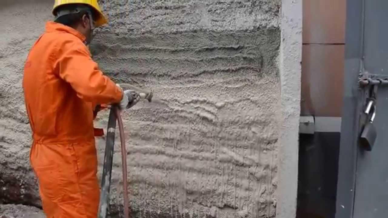 Процес штукатурки стін
